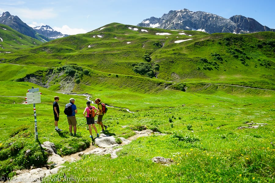 Family hiking in Lech gentle trail